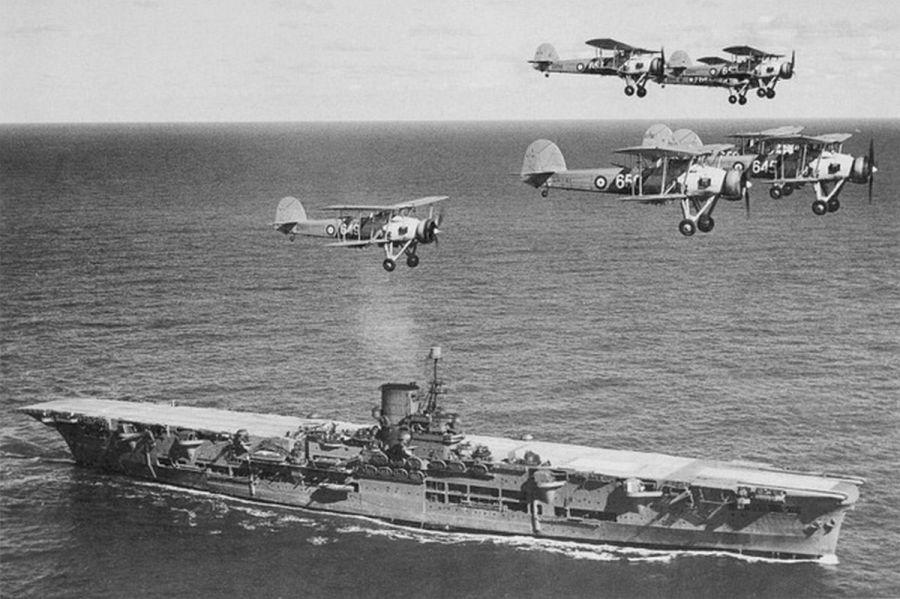 HMS_Ark_Royal_h85716.jpg