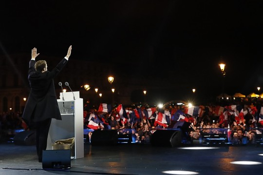 thumbnail_Macron Empereur.jpg